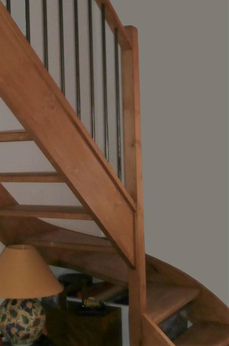 Escalier 1 4 Tournant En Bois Sans Contremarche Sur Ales C Vennes