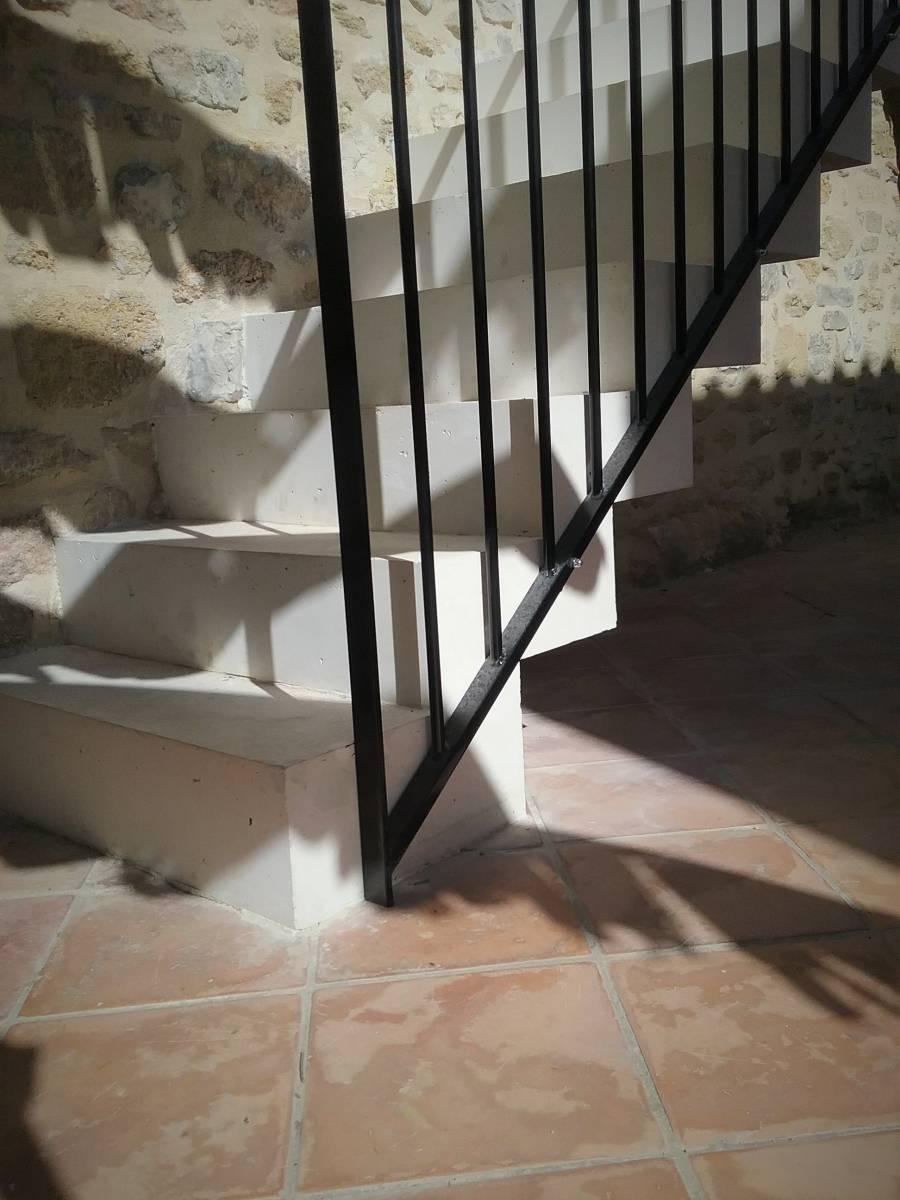 Exemple escalier b ton atelier des escaliers aubaret for Fabrication escalier beton interieur