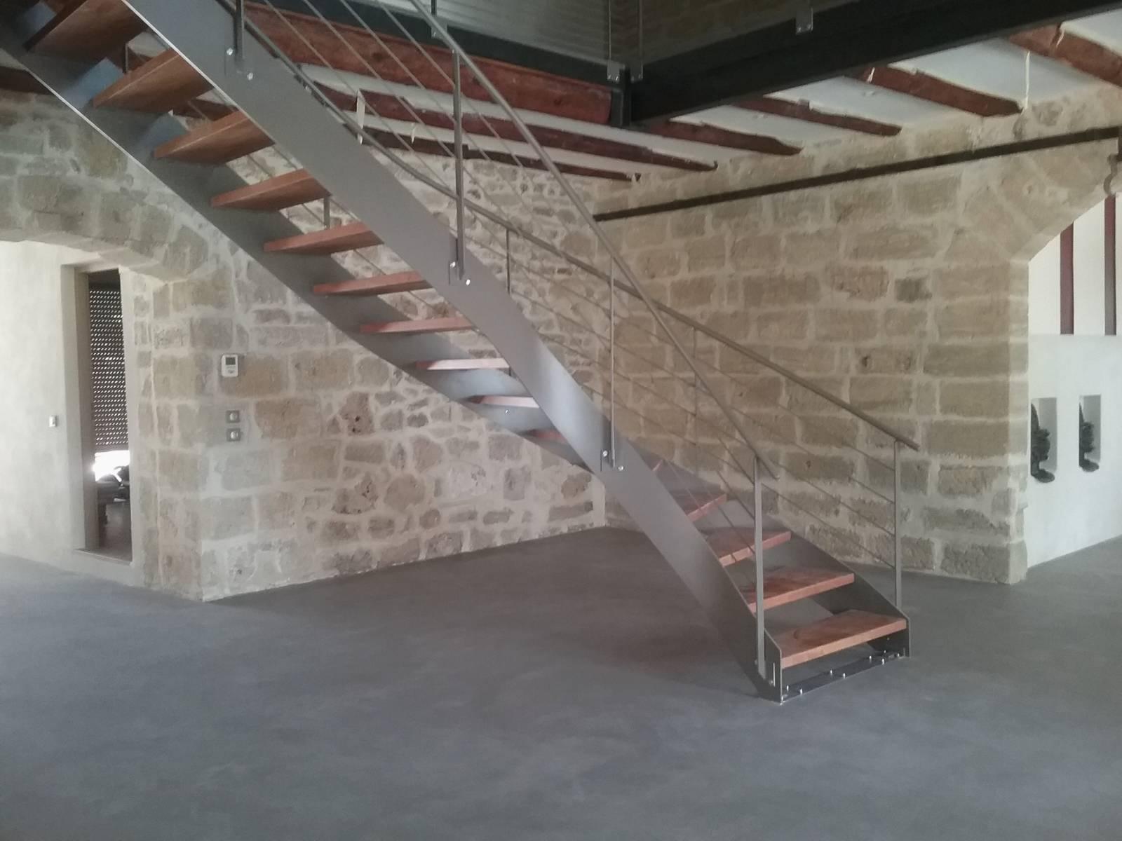 escalier 1 4 tournant limon m tal a la fran aise atelier. Black Bedroom Furniture Sets. Home Design Ideas