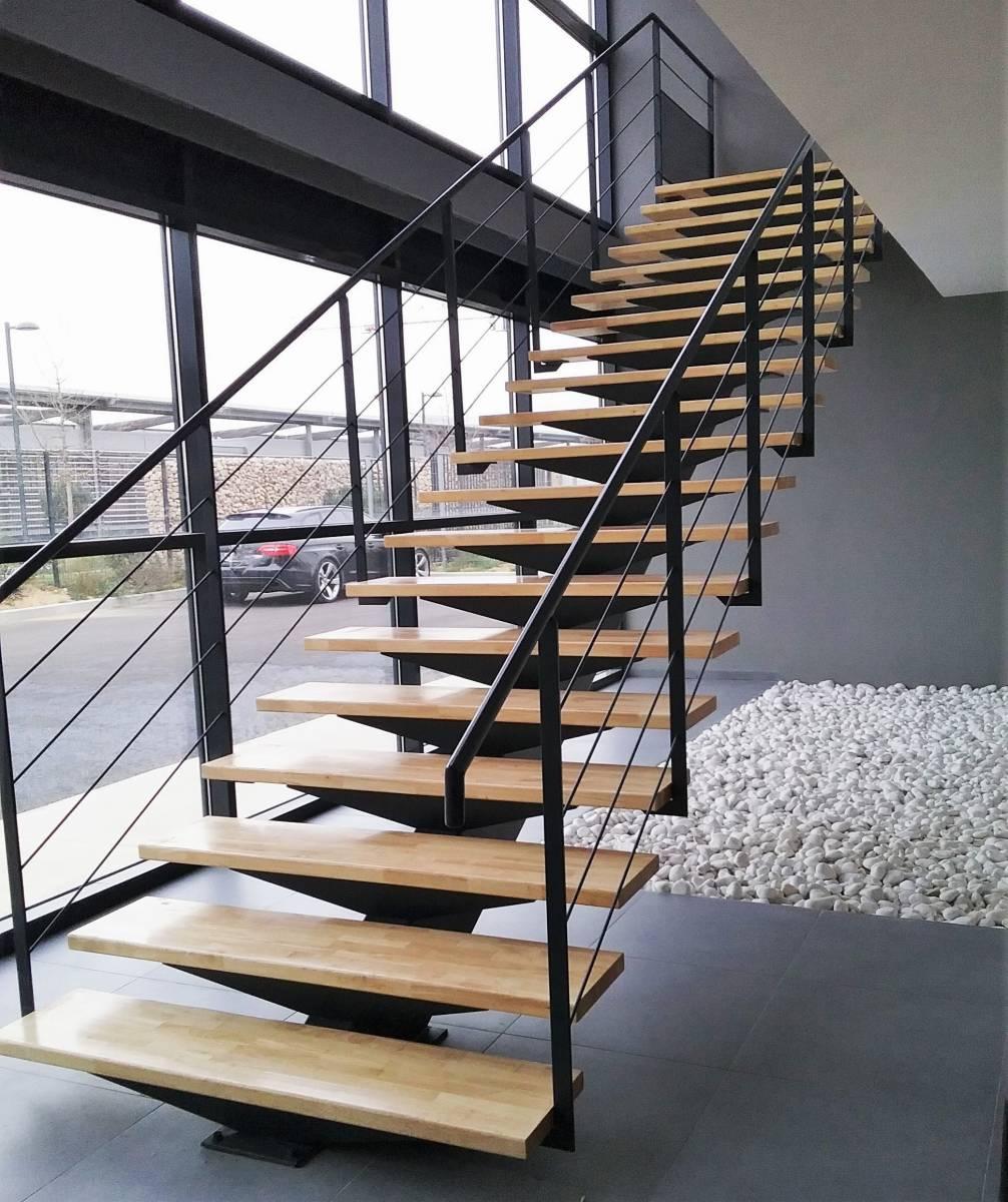escalier droit limon m tallique aix en provence 13. Black Bedroom Furniture Sets. Home Design Ideas