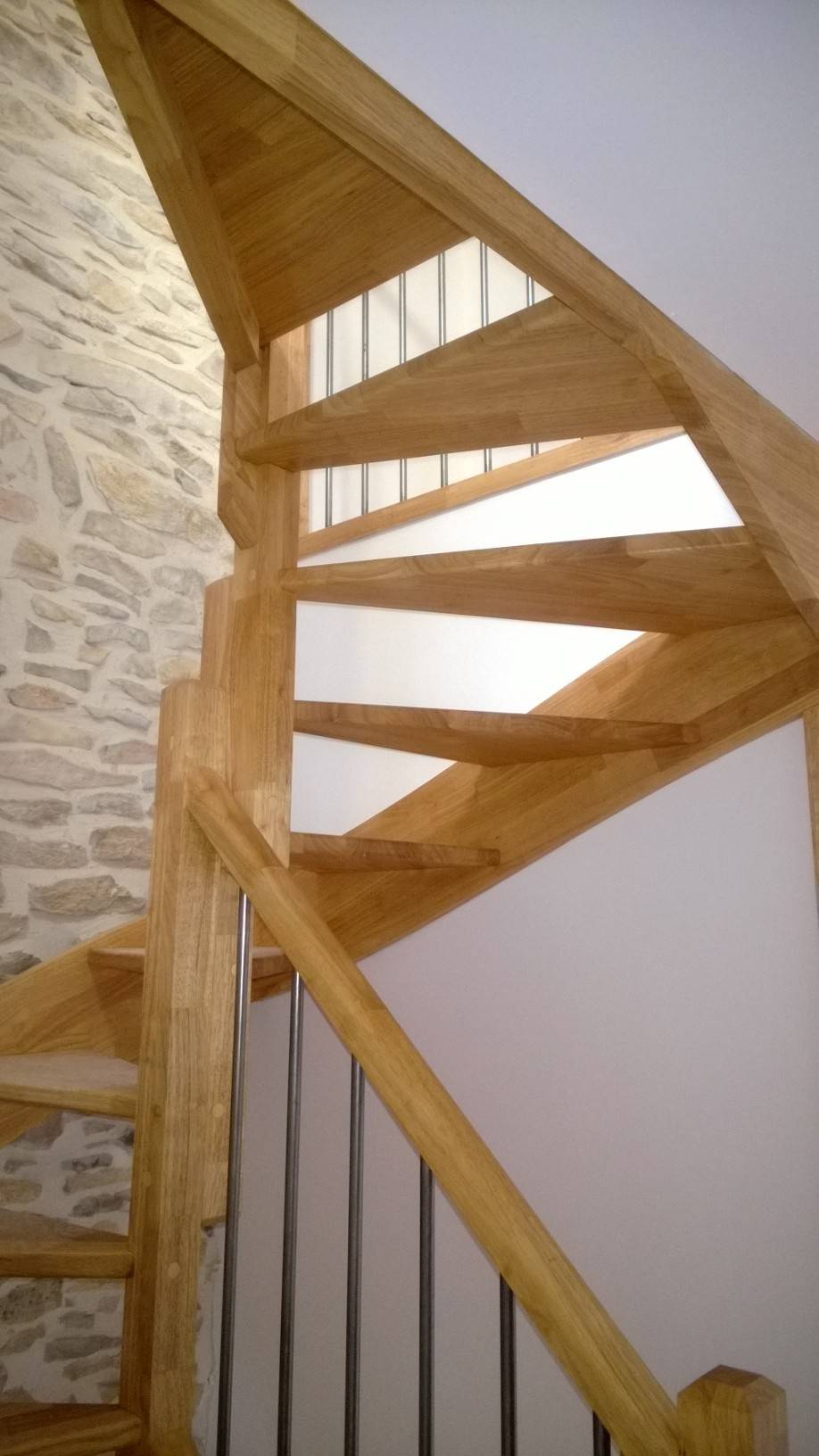 escalier bois 3 4 tournant b ziers 34 atelier des. Black Bedroom Furniture Sets. Home Design Ideas