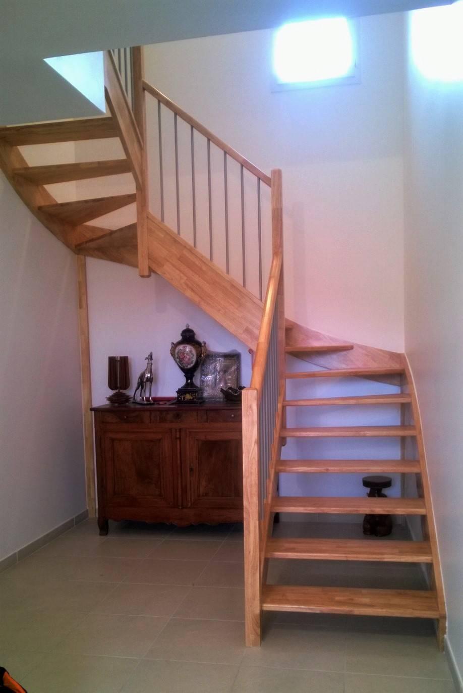 escalier 2 4 tournants sans contremarche en h v a. Black Bedroom Furniture Sets. Home Design Ideas