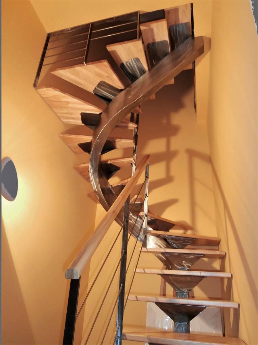 Escalier 3 4 tournant limon central m tallique atelier des escaliers aubaret - Escalier 3 4 tournant ...