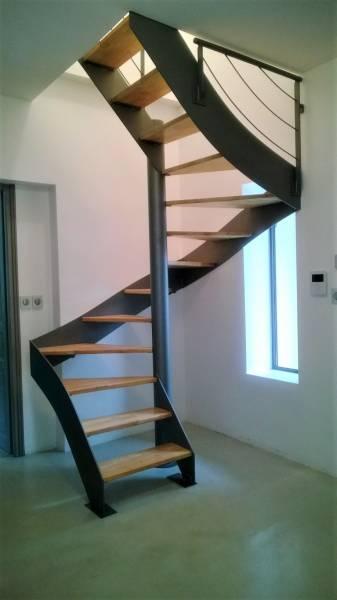 fabrication et installation d 39 escaliers en m tal sur. Black Bedroom Furniture Sets. Home Design Ideas
